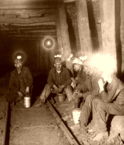 Coal miners in northern IL, c. 1903 (Photo: Legends of America)